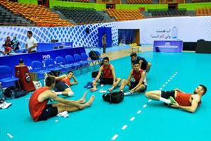 قلیان کشی والیبالیست های آمریکایی در تهران + عکس