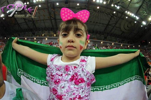 دختران هوادار تیم ملی والیبال ایران