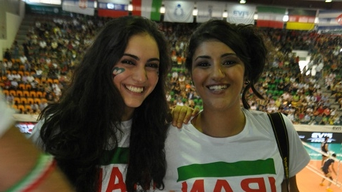 دختران بدحجاب هوادار تیم ملی والیبال ایران + تصاویر