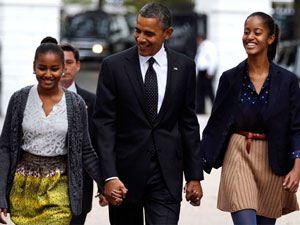 دختران لخت اوباما در آغوش پدر +(عکس)