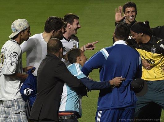 شوکه شدن لیونل مسی از بدل رونالدینیو (عکس)