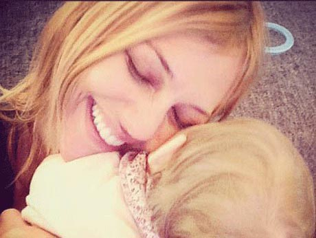 عکس های دختر مریم اوزرلی که مثل مادرش زیباست