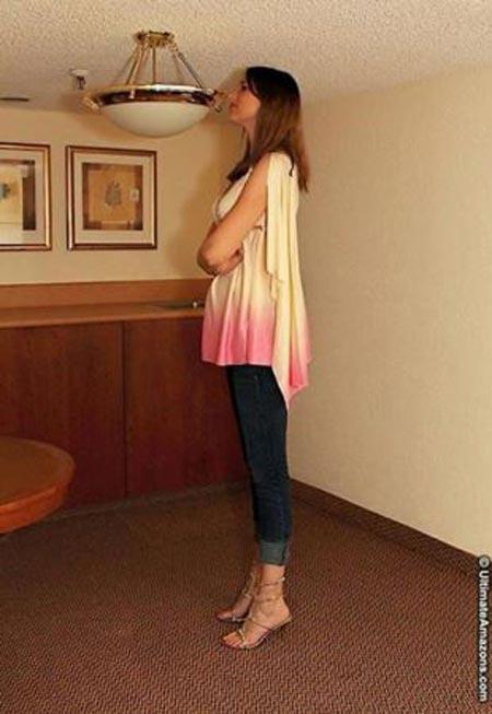 جذاب ترین دختر دنیا با پاهای 1.5 متری + تصاویر