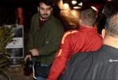 درگیری فوتبالیست معروف با عکاس به دلیل مزاحمت برای خانواده اش + عکس