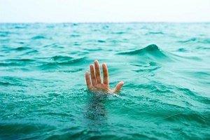 غرق شدن دروازه بان ملی پوش به همراه همسر و پسرش!