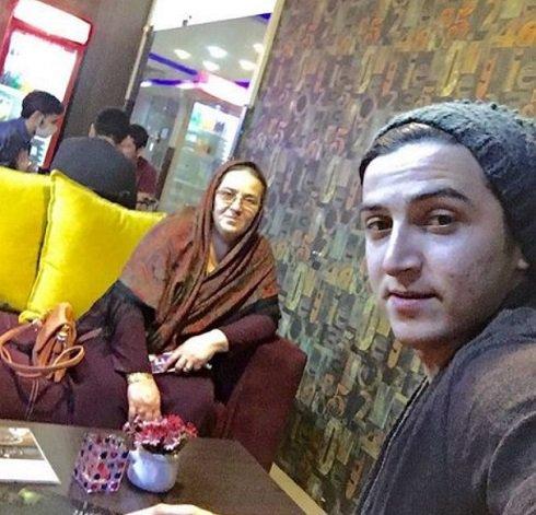عکس سلفی سردار آزمون با مادرش