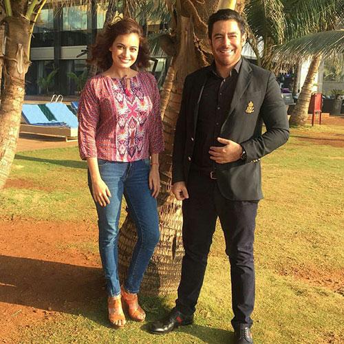 تیپ جذاب گلزار در کنار خانم بازیگر زیبای هندی +عکس