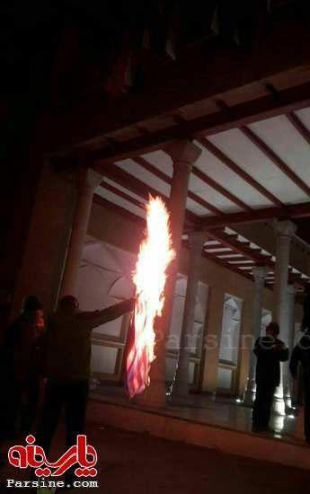 آتش زدن شبانه پرچم آمریکا در تهران +عکس