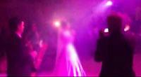 رقص دسته جمعی با خوانندگی عروس ها!