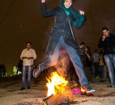 تصاویر دیدنی دختران تهرانی در چهارشنبهسوری