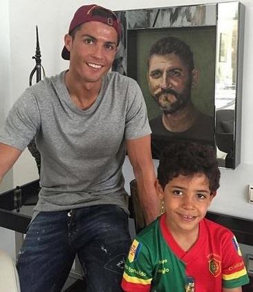 عکس کریس رونالدو و پسرش در روز پدر