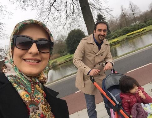 نیما کرمی در کنار همسر و فرزندش