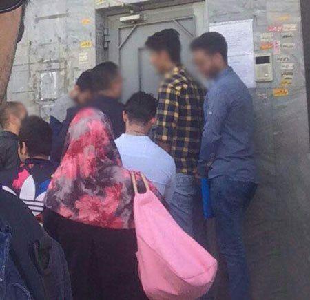 صف پسران تهرانی جلوی سفارت روسیه برای ازدواج با دختران روس +تصاویر
