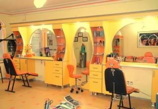 ورود جنجالی آرایشگران مرد در آرایشگاه زنانه