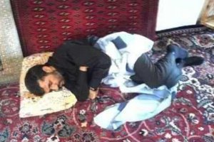 خوابیدن جالب احمدی نژاد !! + عکس