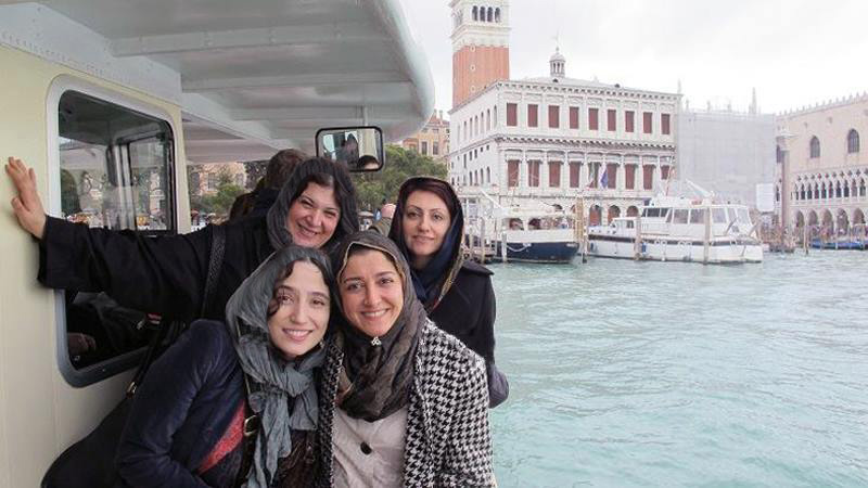 عکس:خوشگذرانی بازیگران زن ایرانی رو آبهای ونیز