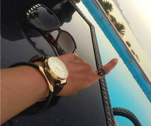 خالکوبی روی انگشت بازیگر زن مشهور + تصاویر