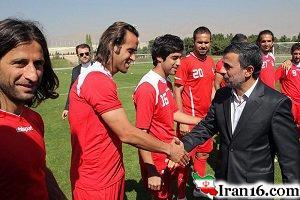 هدیه احمدی نژاد به علی دایی + عکس
