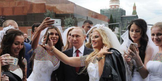 پوتین در جمع عروس ها, سلفی عروس ها به پوتین, سلفی پوتین