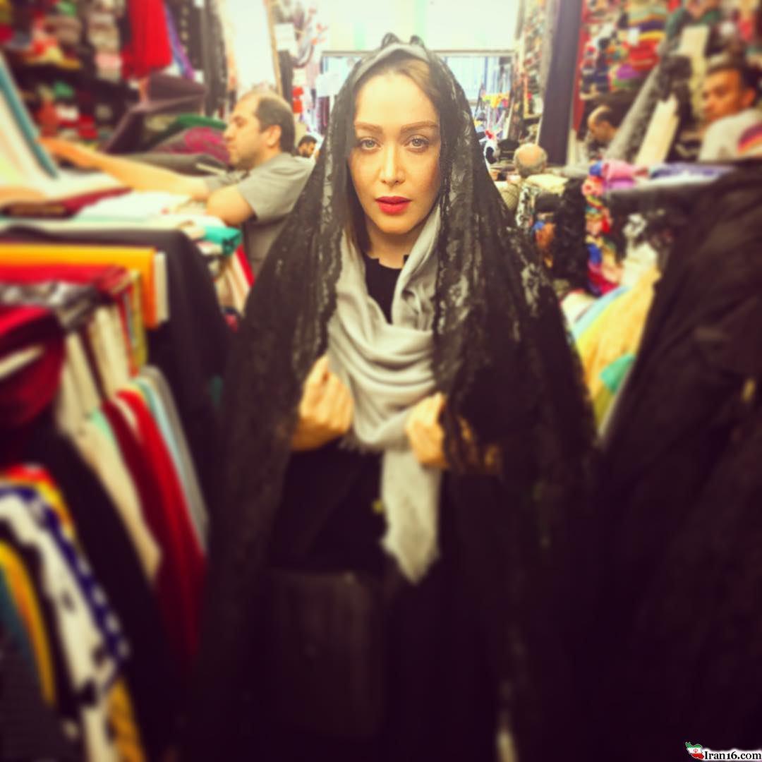 بازیگر زن مشهور سینما با چادر در انظار عمومی!+عکس