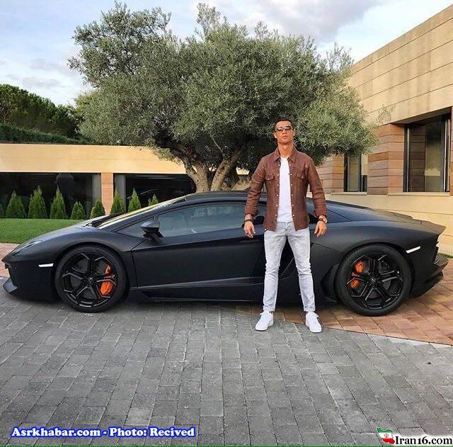 ژست عجيب فوتباليست مشهور با خودرو ميلياردي اش (عكس)