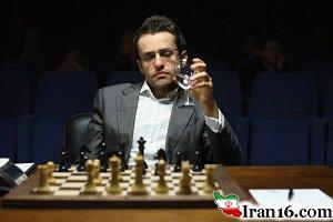 تصویری از قهرمان شطرنج جهان و همسر بی حجابش در دماوند