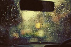 راهی ساده برای جلوگیری از بخار کردن شیشه ماشین