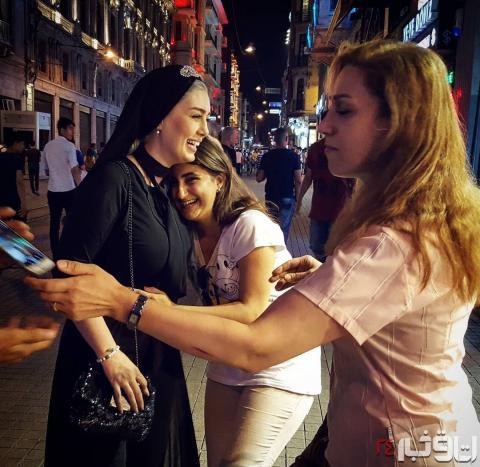 سحر قریشی در آغوش زنان بی حجاب+عکس