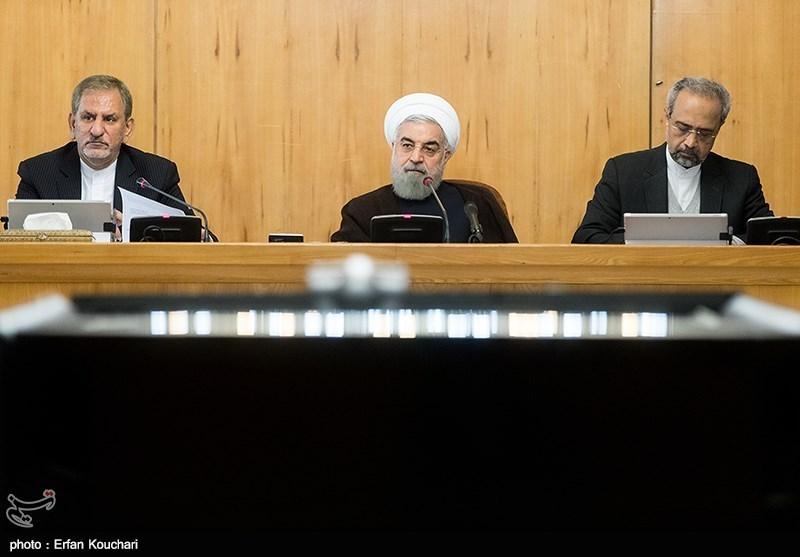 """دولت واحد پول ایران را از """"ریال"""" به """"تومان"""" تغییر داد"""