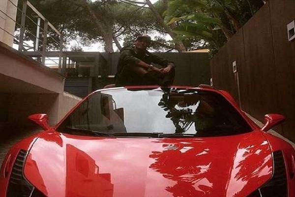 عکس/ اتوموبیل مدل بالای ستاره فوتبال بعد از تصادف شدید