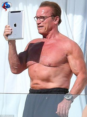 آرنولد: حالم از دیدن خودم به هم میخورَد! +عکس