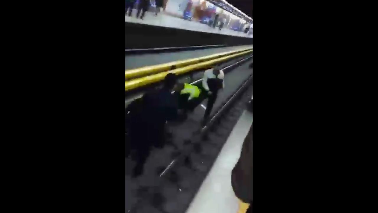 فیلم لحظه خودکشی مرد جوان در متروی شریف +فیلم
