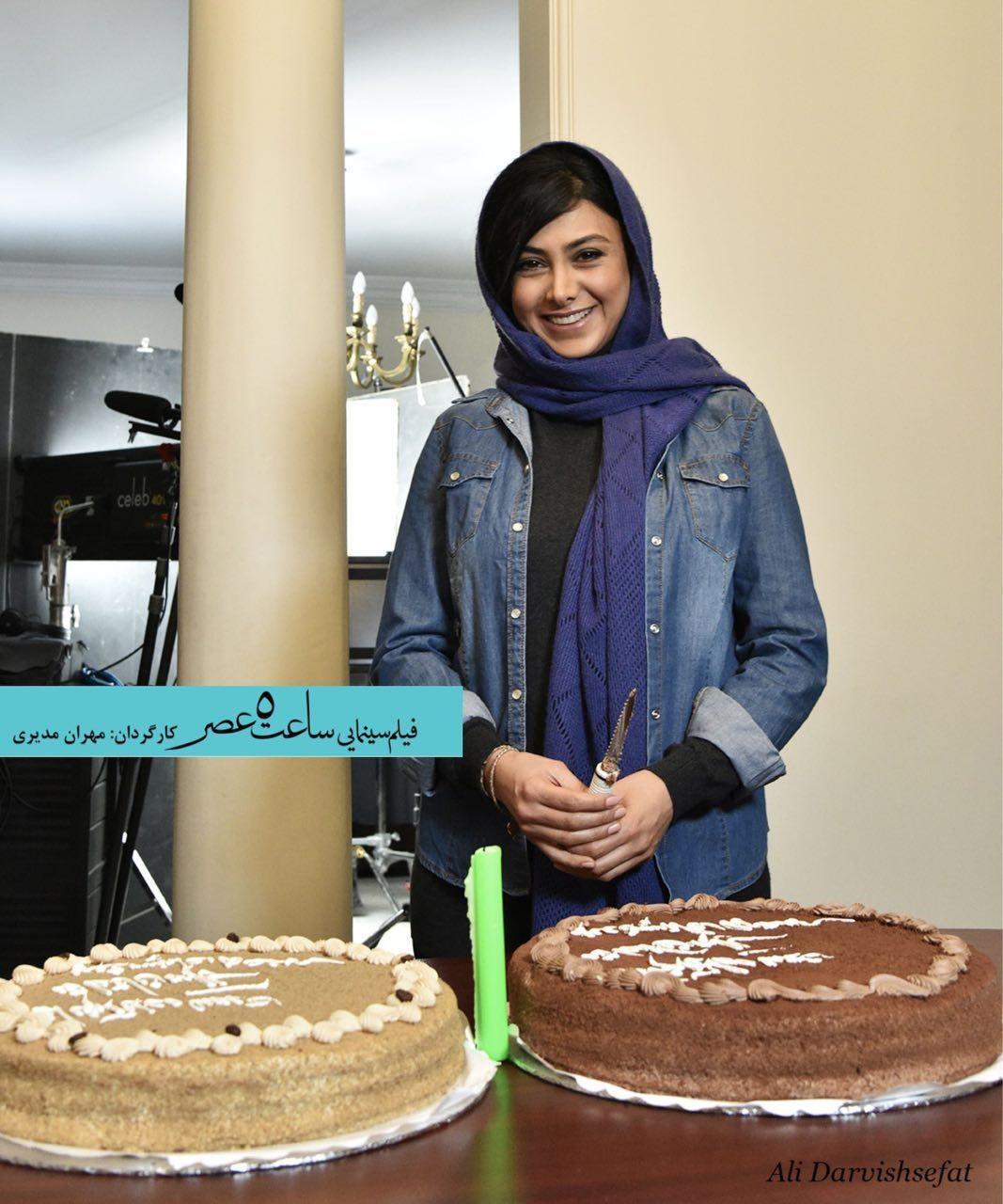 جشن تولد آزاده صمدی سر صحنه فیلم مدیری | عکس