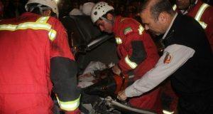 نجات معجزه آسای راننده پراید از تصادف با تریلی+تصاوبر