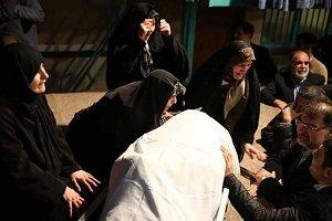 عکس دردناک از وداع روحانی با پیکر آیت الله هاشمی رفسنجانی