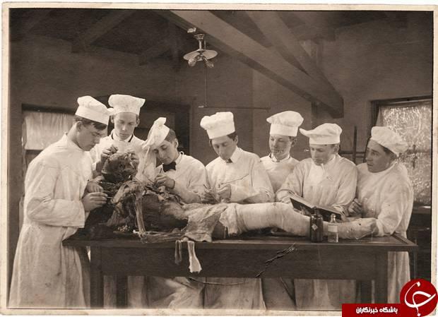 سلفی های ترسناک دانشجویان پزشکی با اجساد در گذشته+تصاویر