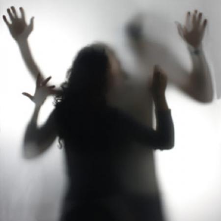 سرنوشت تلخ دختر فیلمبردار در میهمانی دروغین دو شیطان صفت