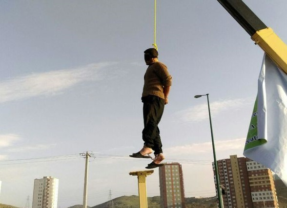 فیلم لحظه اعدام قاتل اراکی در محل حادثه+ عکس