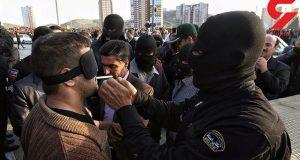اقدام عجیب عامل قتل عام اراک در مقابل دوربین عکاسان قبل از اعدام + عکس