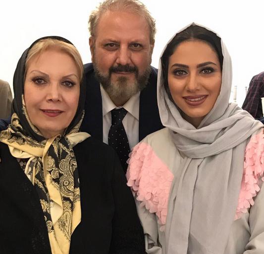 عکس «مونا فرجاد» با پدر و مادرش