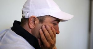 دوقلوهای «مجید صالحی» در آغوش «رضا کیانیان»/ عکس