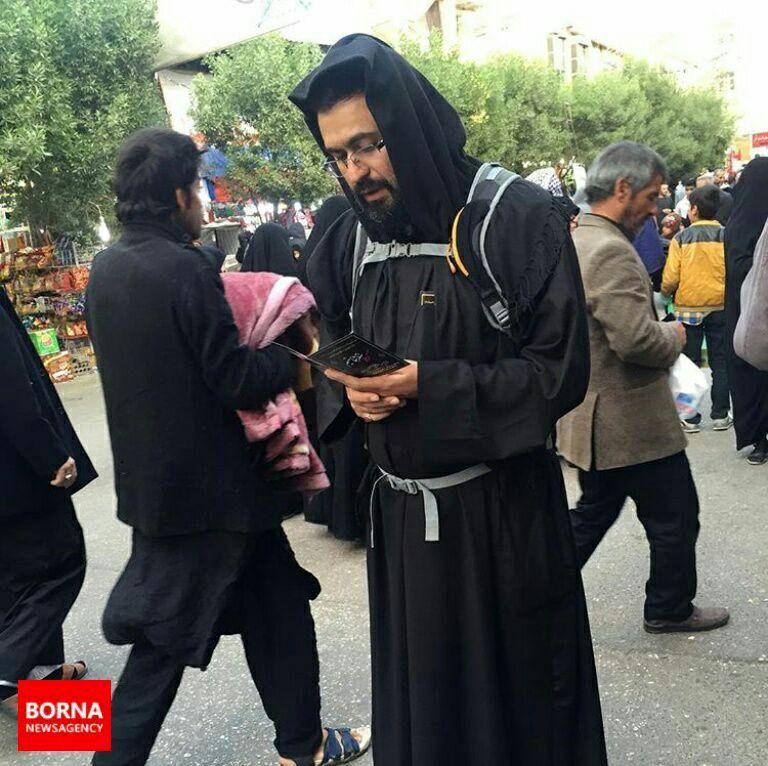 پوشش جالب نوه امام خمینی (ره) در راهپیمایی اربعین/ ببینید