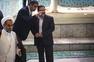 حضور یک زن در صف اول نماز جمعه تهران!