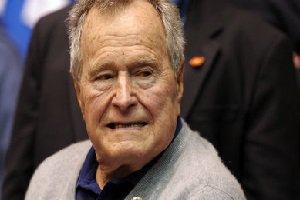 جرج بوش پدر از روی ویلچر، خانم بازیگر را آزار جنسی داد!+ عکس