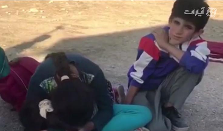 گریه سه کودکی که مادر خودشان را در زلزله از دست دادند