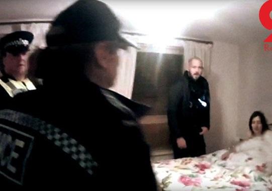 فیلم لحظه دستگیری سارا روی تخت خواب / پلیس 3 صبح به خانه این زن یورش برد+تصاویر