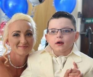 ازدواج پسر 7 ساله با مادرش!! + تصاویر