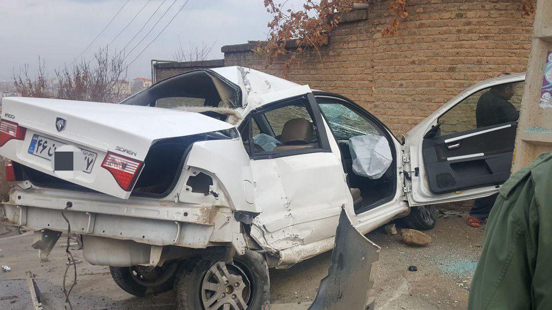 مچاله شدن محکم ترین خودروی ساخت ایران در تصادف با تیر برق