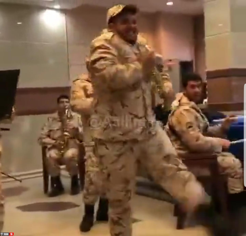 کی میگه تو خدمت به سربازا سخت میگذره؟! پس این کلیپ لورفته رو ببینید !