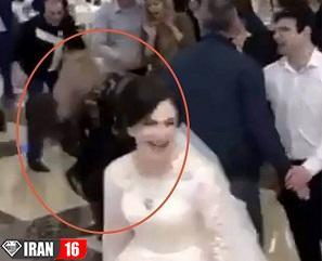 کتک کاری شدید 2 دختر جوان در جشن عروسی / عروس دعوا راه انداخت ! + عکس